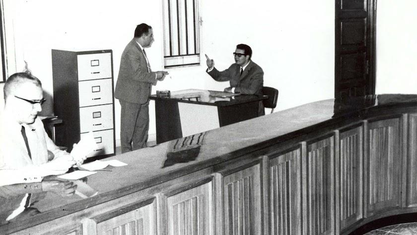 Primeros empleados de la oficina de Cajamar en Méndez Núñez.
