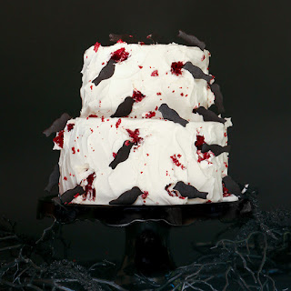 BLACK CROW HALLOWEEN CAKE