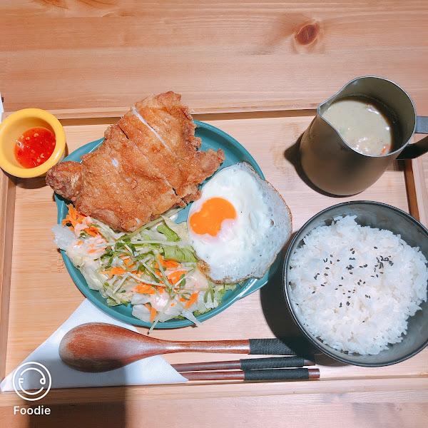 泰式簡餐,想不到吃什麼的好去處。好吃不貴,上菜速度稍慢些。
