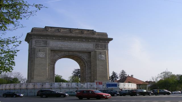 BUCHAREST ARCH OF TRIUMPH IN BUCHAREST CITY TOUR 2017