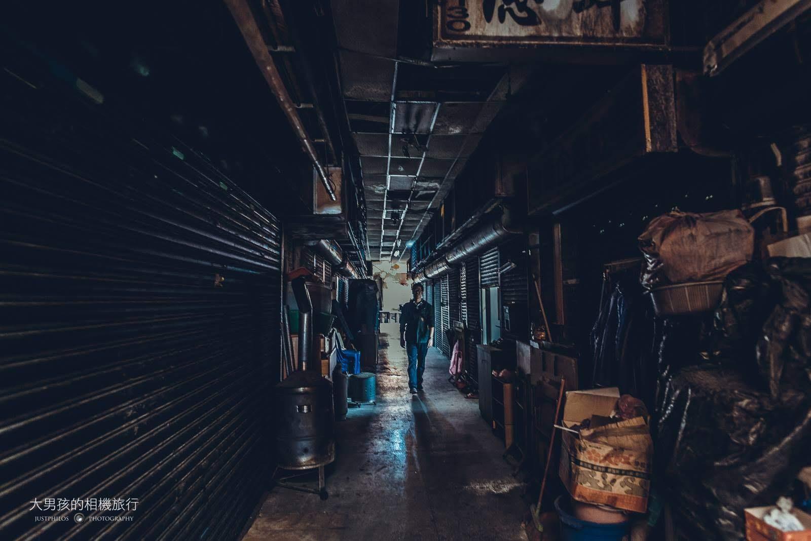中山陸橋一旁的市場拍起照來也有種寂靜的感覺,很像置身在電影的場景內。