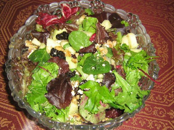 Cranberry-gorgonzola Green Salad Recipe
