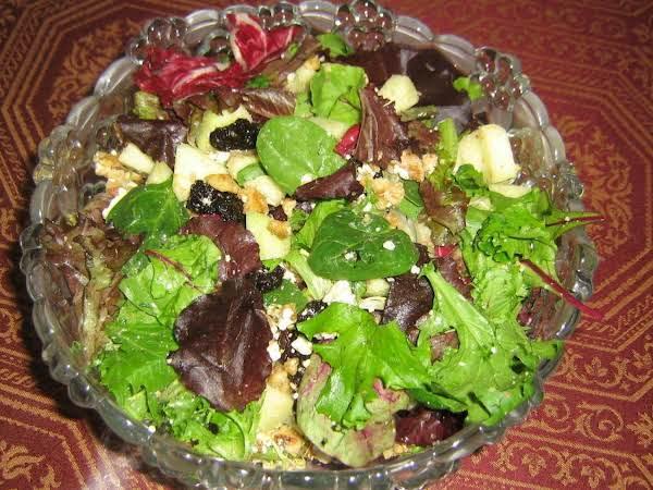 Cranberry-gorgonzola Green Salad