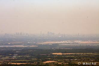 Photo: Til og med Heathrow fikk vi øye på, her med London i bakgrunnen og et fly under avgang