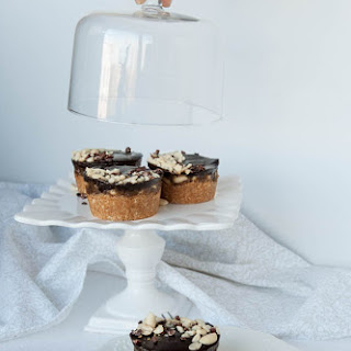 Raw Vegan Gluten and Sugar Free Snickers Cakes