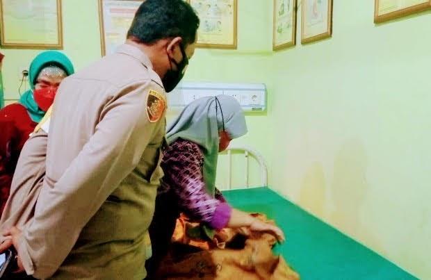 Heboh:Warga Mojokerto Menemukan Bayi Mungil Diatas Tumpukan Kayu Bakar