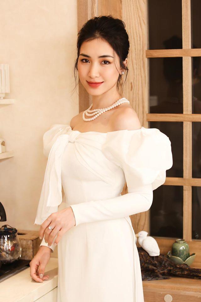 Hòa Minzy khoe vẻ đẹp nền nã khi diện áo dài cách tân  - ảnh 2