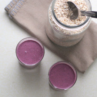 Blueberry Smoothie with Oats and Greek Yogurt