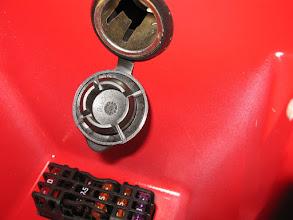 Photo: die 12V-Steckdose im Lenkerfach - gut geschützt