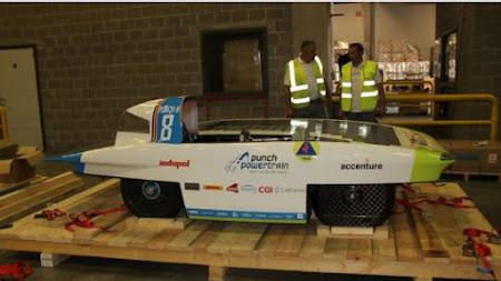 Le solarcar de l'équipe solaire Punch Powertrain est prêt pour l'expédition!