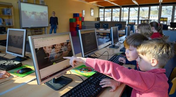 Andreas Blättner vermittelt mit CS First Informatik-Wissen und stärkt die soziale Kompetenz seiner Schüler
