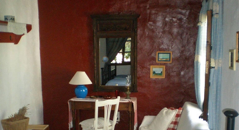 Bakkhos Guesthouse