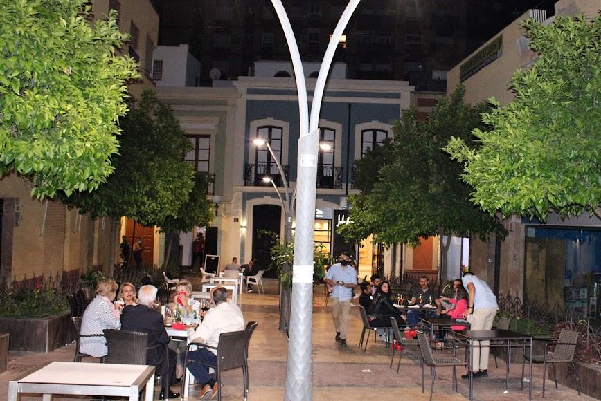 Las terrazas de los restaurante de la Plaza de Urrutia.