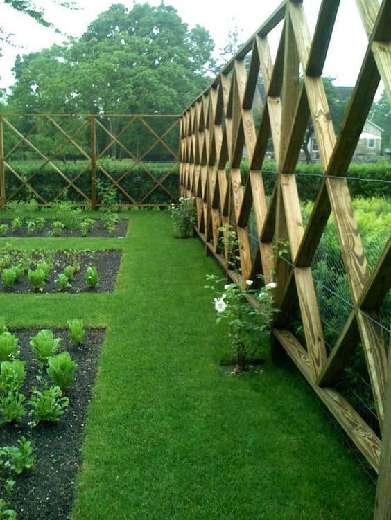 A QUILTED CONTENDER Garden Fencing Idea