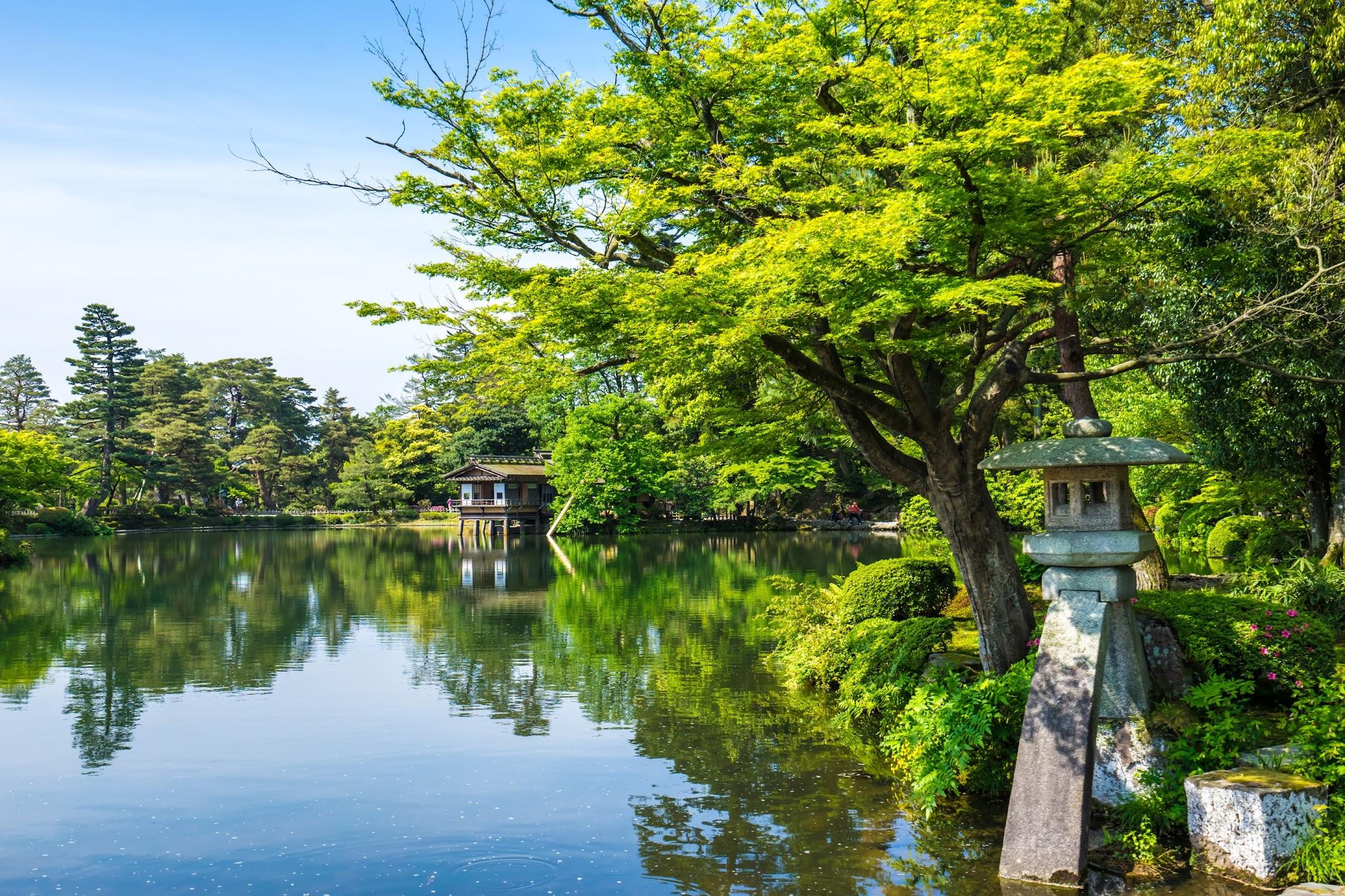 Kenrokuen Garden Kotoji Stone Lantern1