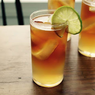 Make a Dark & Stormy cocktail the right way.