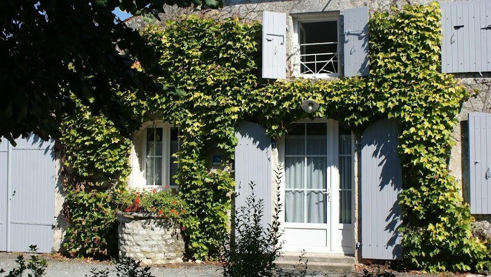 Le Nid gîte 3 étoiles pour 3 personnes jardin clos ouvert toute l'année pour vacanciers et professionnels à Surgères en Charente Maritime Aunis Marais poitevin