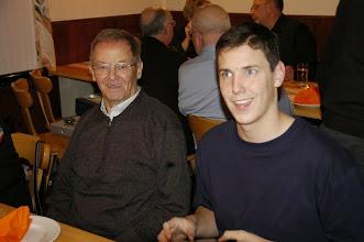 Photo: Jung und Älter beisammen