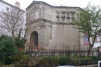 Photo: Ancien réservoir d'eau  (rue Norvins et Place JP Clément)