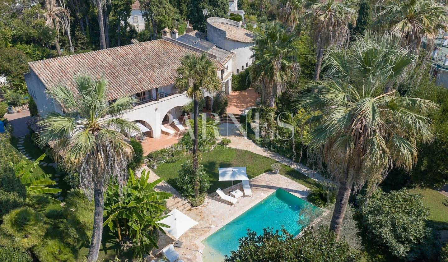 House with pool and terrace Cannes