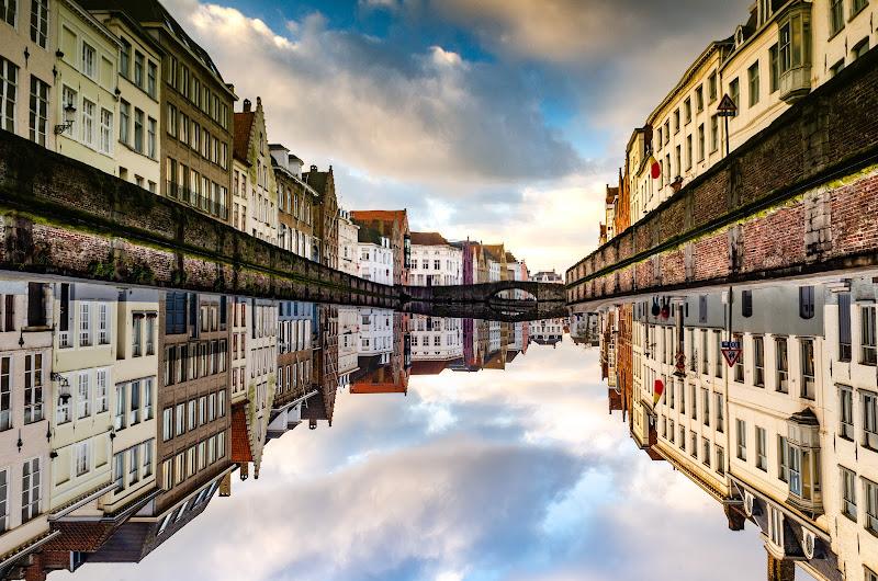 Bruges upside down di FabioClock