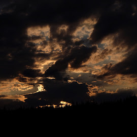 Drama in the sky by Alf Winnaess - Uncategorized All Uncategorized