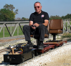 Photo: Bill Laird with the Pete Guy critter.    SWLS at HALS 2009-1107