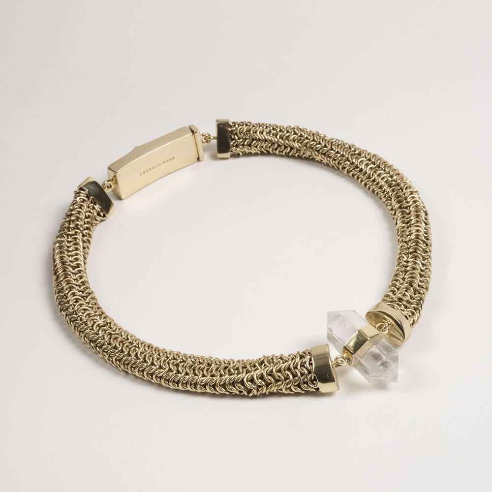 Cornelia Webb, brett halsband med mässing & bergkristall