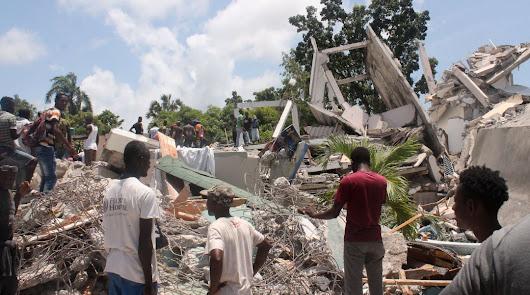 Más de 300 muertos en un terremoto de más de 7 grados en Haití