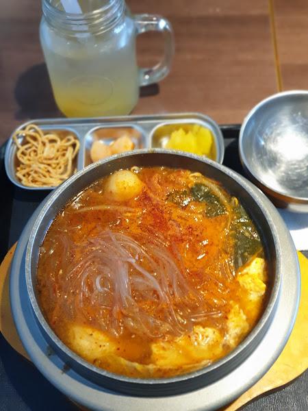 泡菜豬肉豆腐鍋,冬粉有點多,打卡送柚子茶
