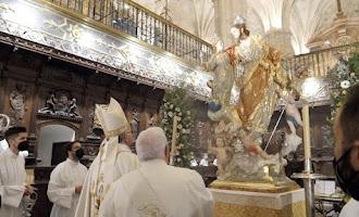 Lluvia de rosas en la Catedral: Almería bendice a San José