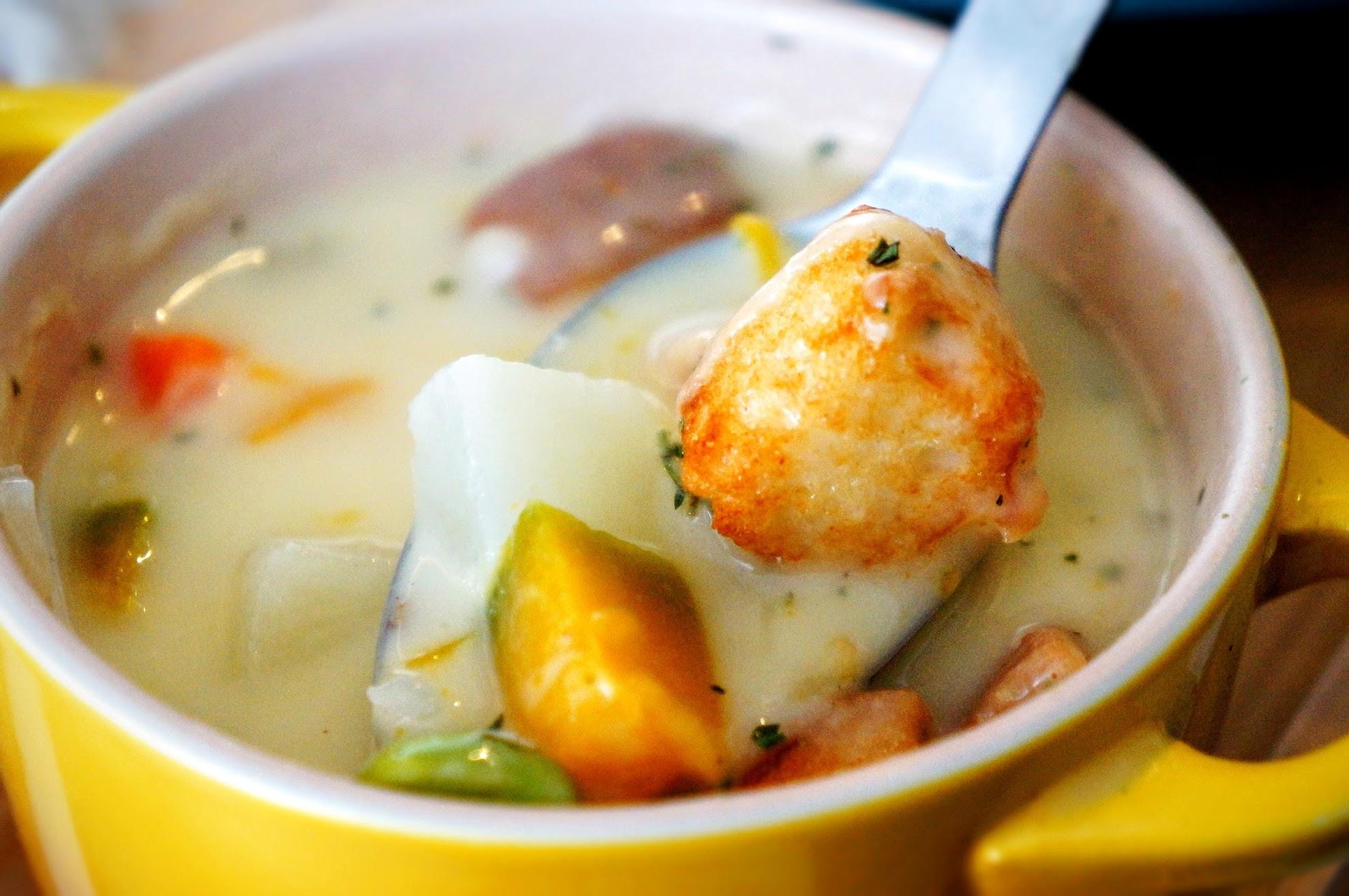 湯裡頭有薯泥塊、南瓜、培根、番茄等,滿滿都是料