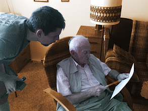 Photo: Pan Eliáš s Ondrou před načtením příspěvku z knihy od Clauda Lanzmanna Šoa do diktafonu (polovina září 2011).