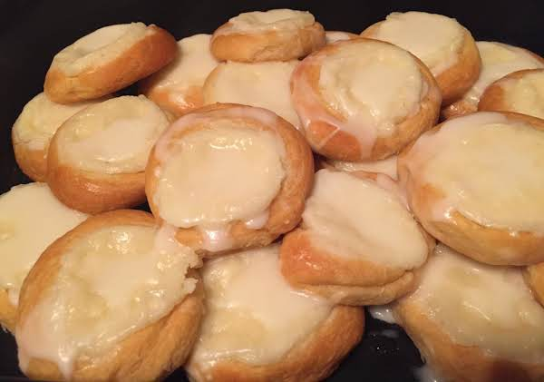 This Is A Simple Recipe That Seems To Be Very Popular On Here! I Made It Tonight With A Few Minor Changes To The Original Recipe & They Turned Out Great. Very Good & Quick Treat!