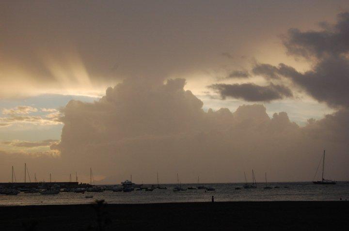 Castello di nuvole sul mare di bettiblu