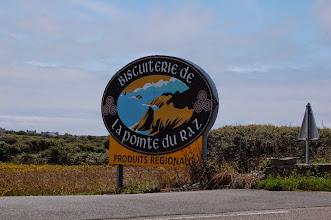 Photo: BRETANYA 2013. Ruta cap a la Punta de Raz ( Beg ar Raz en bretó ). Botiga de galetes bretones situada al davant del restaurant Le Raz de Sein.