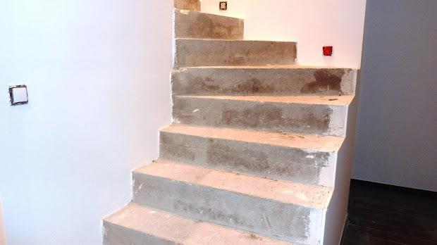 escaliers-avant-renovation-en-beton-cire-betons-de-clara