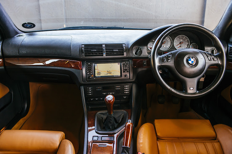 The interior BMW E34 M5.