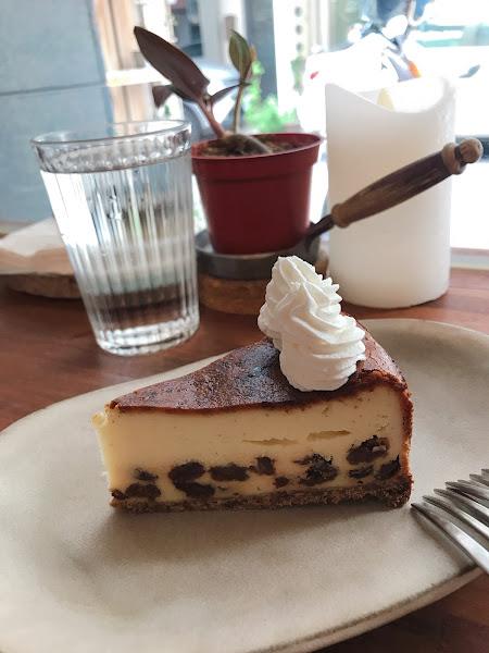 鹹派和蛋糕都好吃 不是那種大眾口味,每款都真心推 悠閒下午好去處 寵物友善