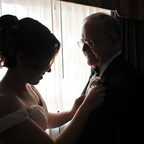 by Rob  Grant - Wedding Getting Ready