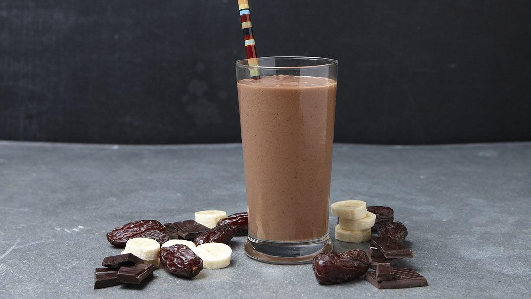 Chocolate-Date Smoothie - Recipe - FineCooking