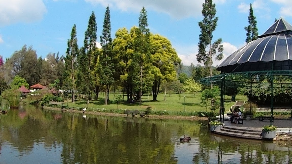 Danau di Taman Bunga Nusantara