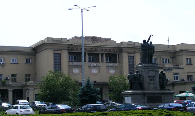 STATUE IN FRONT OF BUCHAREST NORTH RAILWAY STATION