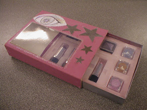 Photo: Packaged cosmetic presentation case (Grade C)