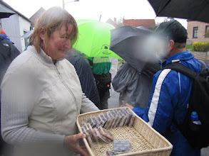Photo: trotseert de regen om ons een wafel aan te bieden op de eerste wagenrust