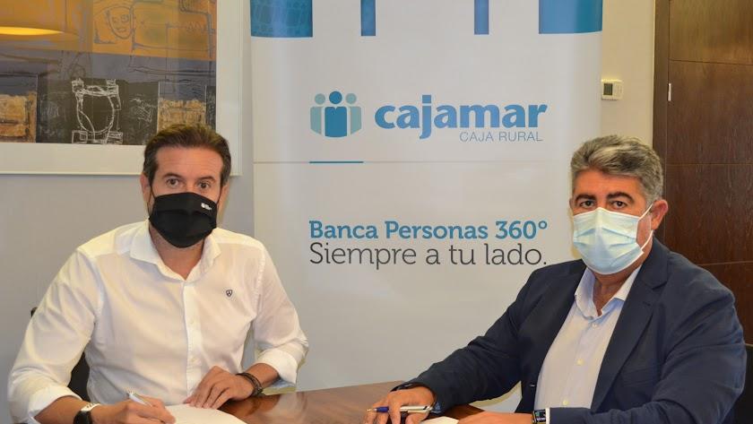 Firma del convenio entre Ecogestiona y Cajamar.