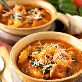 Slow Cooker Tomato and Tortellini Soup