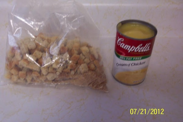 In a large bowl, combine prepared stuffing mix,chicken, mayonnaise,& pepper.Set aside.
