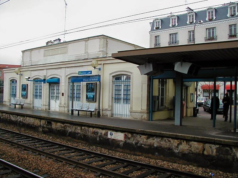 Photo: ヴィル・ダヴレイの駅 『シベールの日曜日』 http://goo.gl/QY1gi
