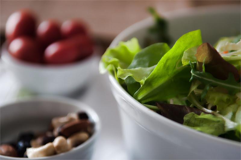 Insalata, pomodori e frutta secca! di Giovi18